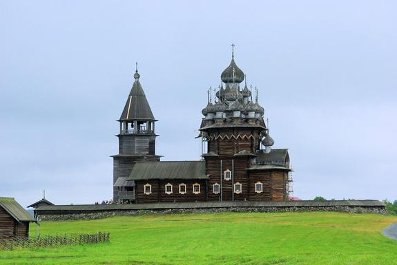Пять популярных малых российских городов для путешествий весной