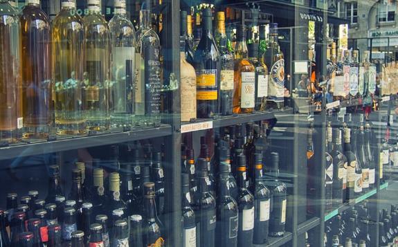Минздрав поддержал инициативу убрать алкоголь с витрин магазинов