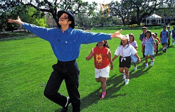 Певица Глюкоза призналась, что в детстве сама едва не повторила судьбу жертв Майкла Джексона