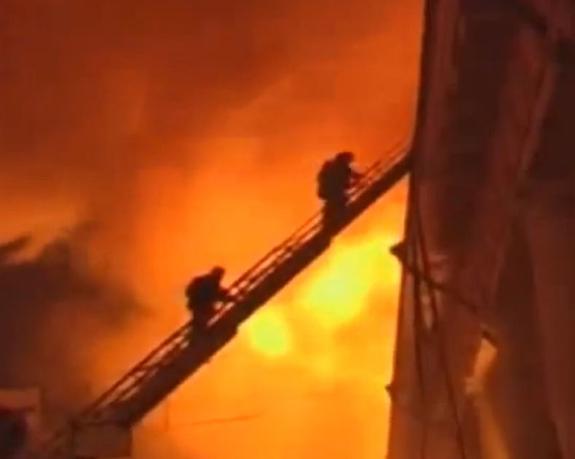 В Москве пожарные спасли 13 человек  из дома на Северном бульваре