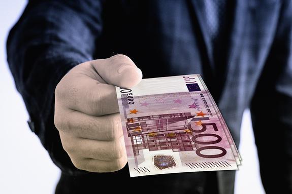 Из-за отказа Европы Киев влезает в жуткие долги