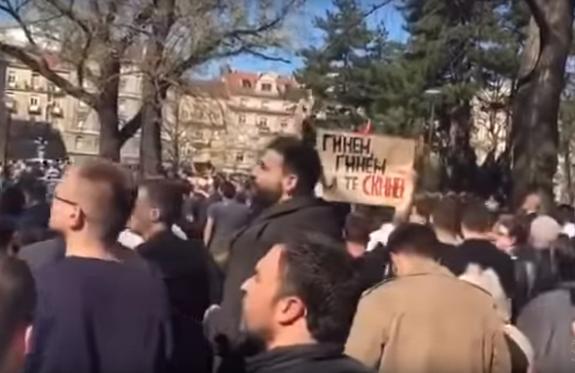 Видео: в Белграде проходят массовые акции протеста, люди требуют отставки Вучича
