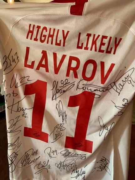 С какой надписью подарили футболку Лаврову на день рождения