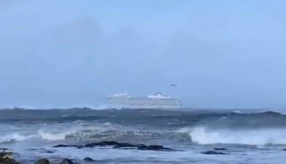 У берегов Норвегии терпит бедствие круизный лайнер с пассажирами