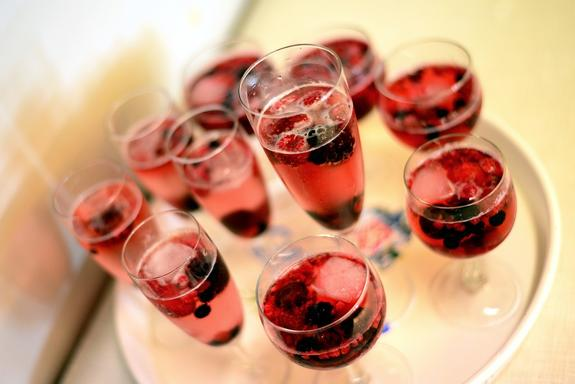 В Госдуме поддержали возврат алкогольных напитков в учреждения культуры