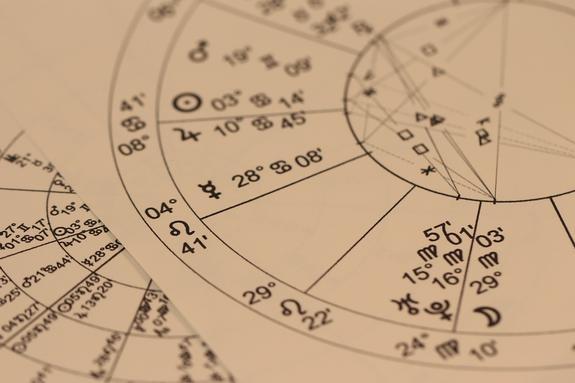 Какая связь между знаком зодиака и аллергией
