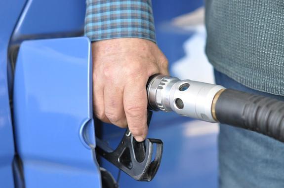 Экономист: Почему при снижении цен на нефть растет стоимость топлива