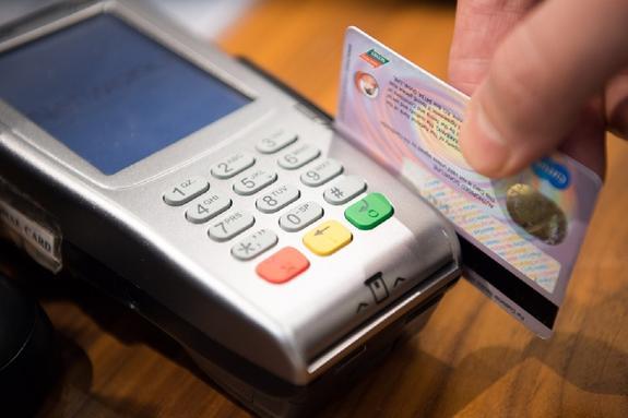 Visa повысила лимит для покупок без ПИН-кода