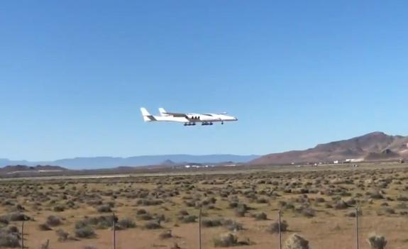 Видео: самый большой в мире самолет впервые поднялся в воздух