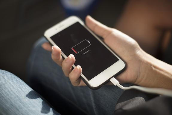 Специалисты назвали четыре ключевых правила зарядки смартфона