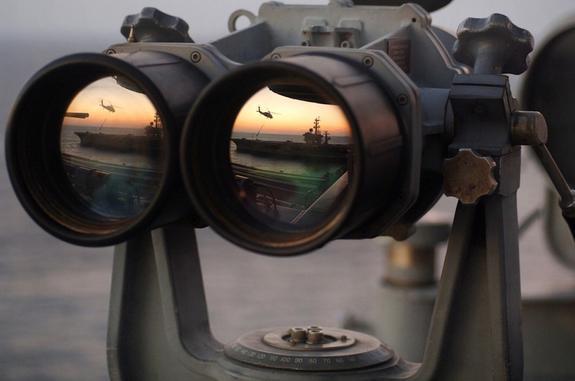 В акватории Черного моря российские корабли следят за американским эсминцем