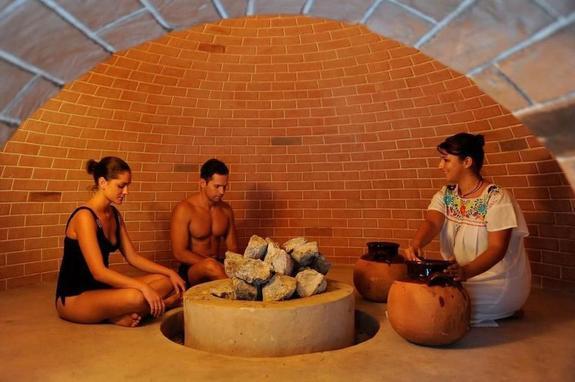 В Мексике туристов посылают в древне-ацтекскую баню