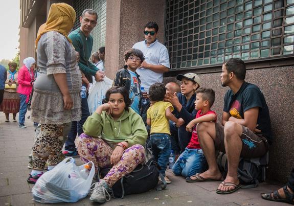 Беженцы с южных стран в Латвии: их не видно, но они есть