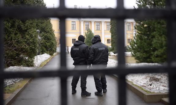 В Крыму правоохранители задержали имама севастопольской мечети Рустема Абилева за призывы к экстремизму