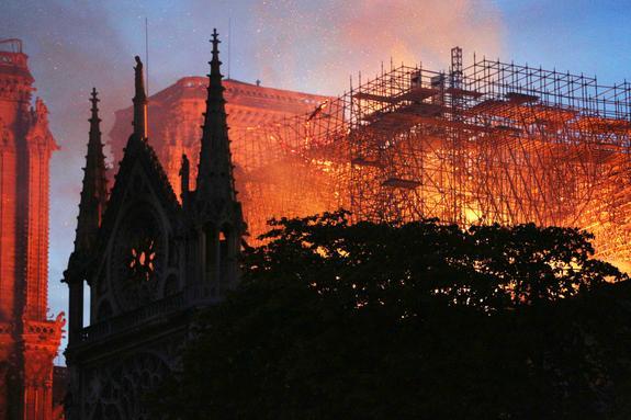 """Ксения Собчак высказалась о пожаре в Париже: """"Шедевры не служат разуму, который их недостоин"""""""