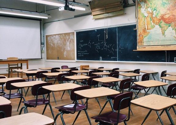 Уволена учительница одной из красноярских школ, ударившая восьмиклассниц
