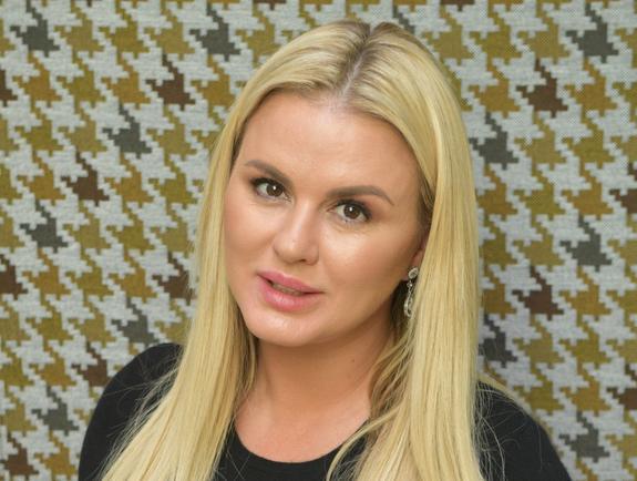 Анна Семенович кардинально сменила имидж