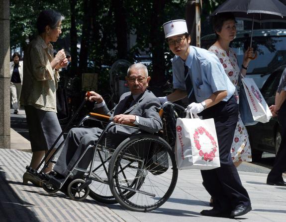 Почему на улицах Японии так много инвалидов?
