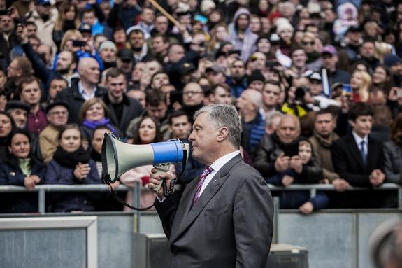 Политтехнолог озвучил единственный шанс Порошенко на сохранение власти на Украине
