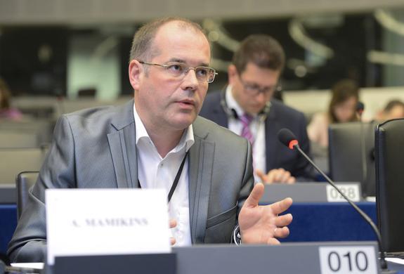 Евродепутат Андрей Мамыкин: «Клятва гражданина Латвии круче, чем клятва юного пионера»