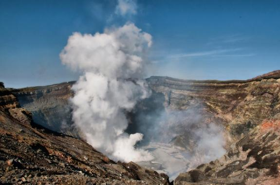 В Японии произошло извержение крупнейшего вулкана страны