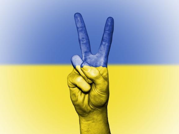Киев пригрозил лишить гражданства россиян с Донбасса