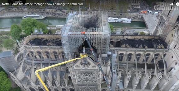 Появились кадры сгоревшего Собора Парижской Богоматери с высоты птичьего полета