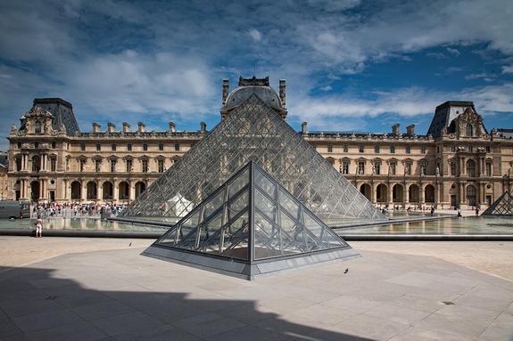 Предметы искусства, спасенные из Нотр-Дама, перевезли в Лувр