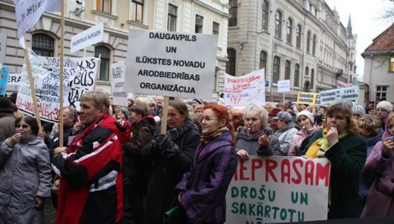 Латвия: учителя планируют бессрочную забастовку