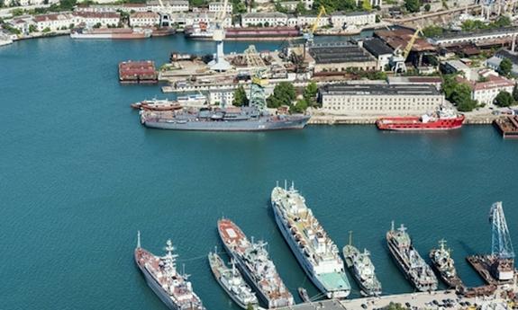 В Севастополе ждут, что новый президент Украины заберет, наконец, брошенные в Крыму 40 кораблей Незалежной