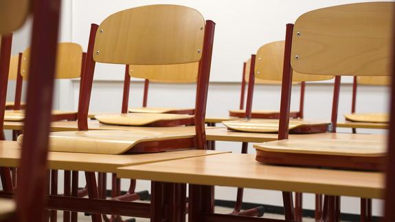 В Первоуральске старшеклассница упала с крыши лицея
