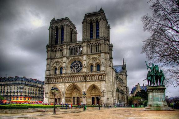 Собранные для восстановления Нотр-Дама  деньги рассорили французов