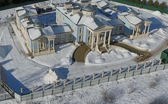 Откуда у охранника Дмитрия Медведева особняк за миллиард рублей?