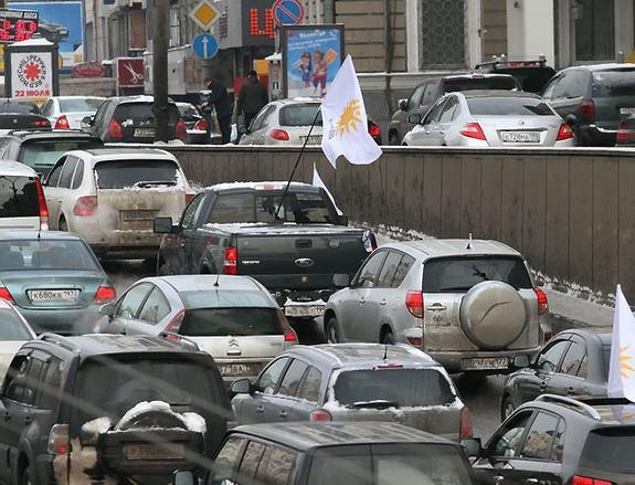 """ЦОДД предупредил москвичей о """"дачных"""" пробках по выходным"""