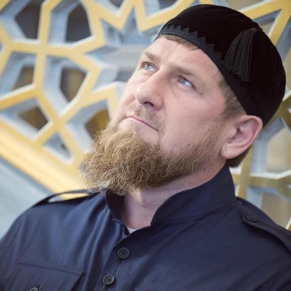 Порошенко проявил себя в качестве уличного драчуна, - Кадыров о дебатах