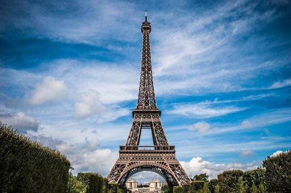 Парижских полицейских закидали кирпичами и самокатами