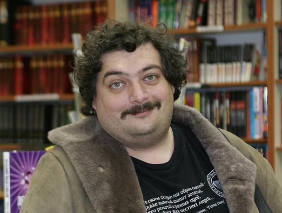 Появилась информация о состоянии писателя Дмитрия Быкова