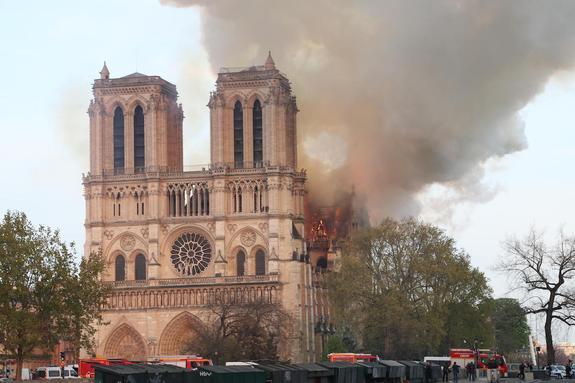 Следователи полагают, что пожар в соборе Парижской Богоматери начался у основания шпиля