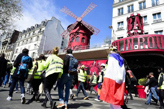Четырнадцать полицейских были ранены в ходе протестов во Франции