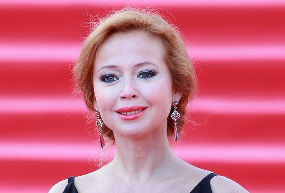 В сети обратили внимание на изменения в фигуре актрисы Елены Захаровой