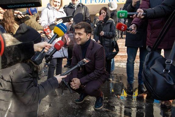 Команда Зеленского попросила граждан фиксировать нарушения на выборах