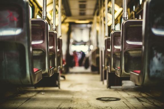 Автобус протаранил толпу пешеходов в Японии