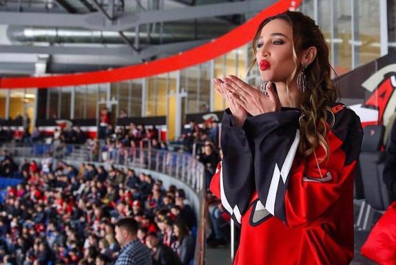 Любви все возрасты покорны: Бузову подозревают в романе с 23-летним хоккеистом