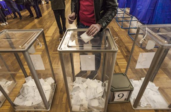 В Ровно полицейские взломали сейф с избирательными бюллетенями