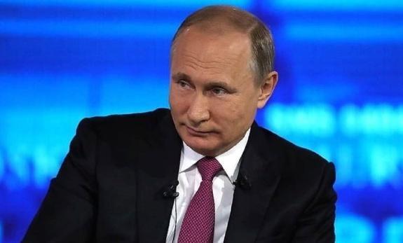 """На касках рабочих """"Северной верфи"""" появился автограф Путина"""