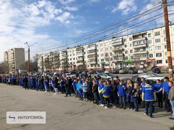 Работники Интерсвязи почистили Комсомольский проспект в Челябинске