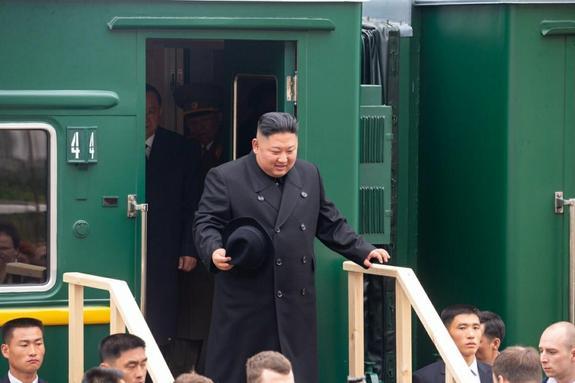 Олег Кожемяко показал фото прибытия лидера  КНДР Ким Чен Ына в Россию
