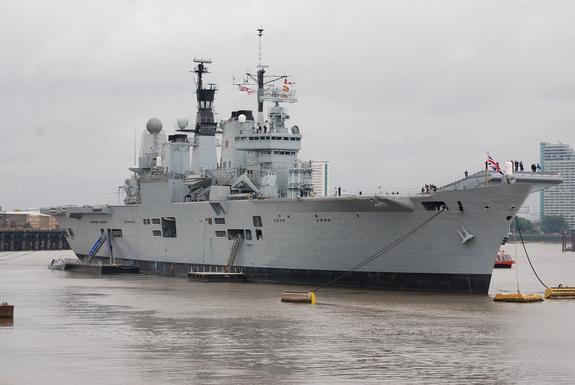 Российский адмирал высказался по угрозам посла США в РФ двумя авианосцами
