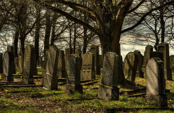 Полицейские поймали воров, промышлявших на кладбищах