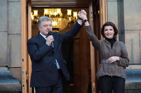 В СМИ обозначили возможные места для бегства проигравшего выборы Петра Порошенко